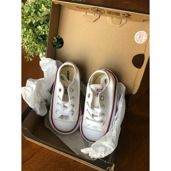 bebc899944a2 New In Box Infant Converse Size 5 RED WHITE   BLUE